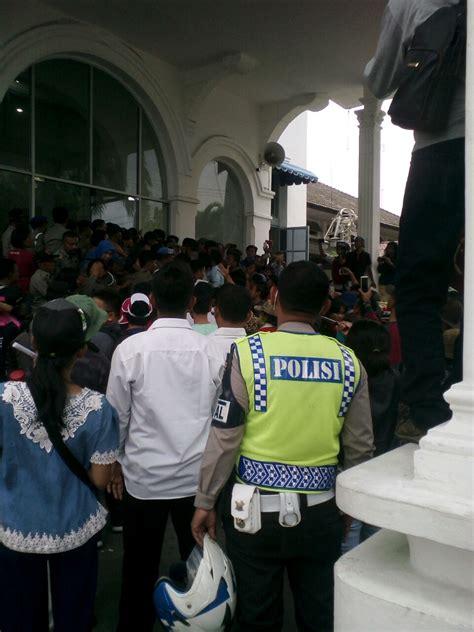 Horas Siantar bentrok pedagang dan mahasiswa dengan satpol pp siantar