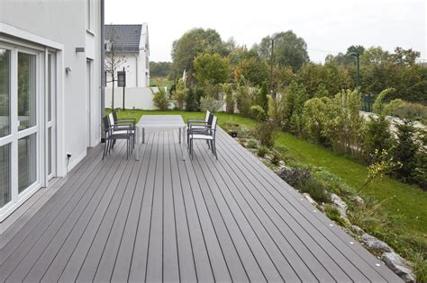 Betonplatten Streichen Terrasse by Wpc Terrassen In Verschiedenen Farben Bs Holzdesign