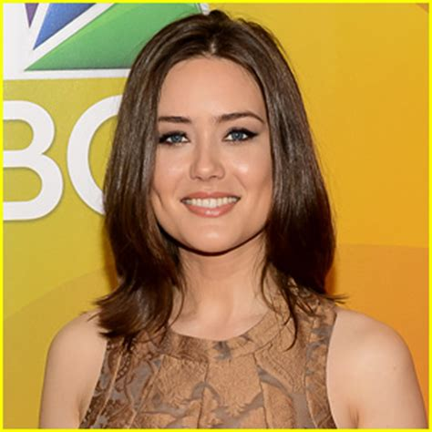The Blacklist S Megan Boone Welcomes A Baby Girl Instyle Com   the blacklist spoilers is megan boone s liz alive or