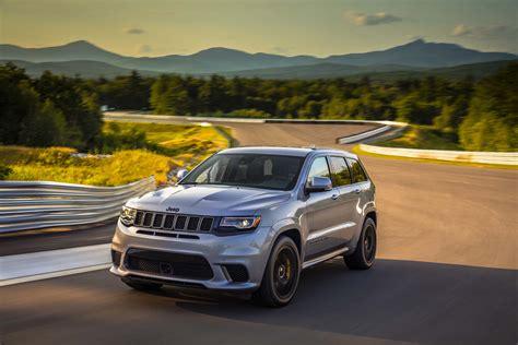 jeep hawk track 2018 jeep grand trackhawk born to run