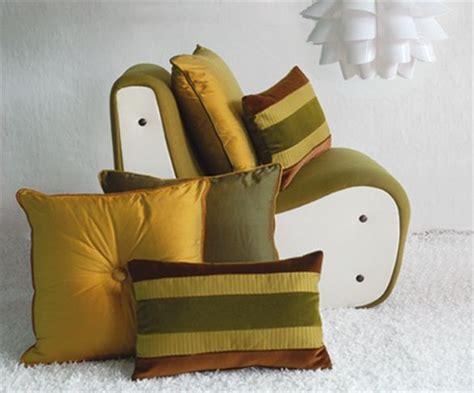vendita cuscini on line oltre 25 fantastiche idee su cuscini per divano su