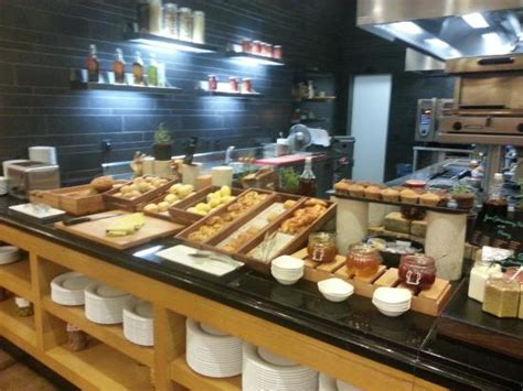 marriott breakfast buffet entree de hotel pour la nouvelle annee picture of