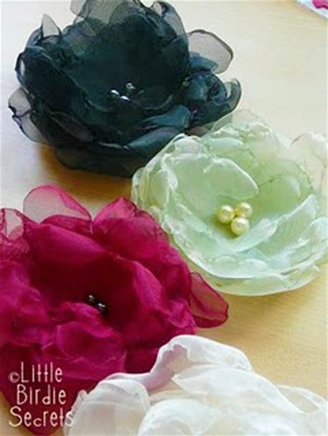 How To Make Handmade Fabric Flowers - this and that in my treasure box things i want to make