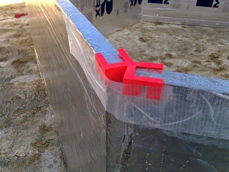 plastic hexayurt wall clip designed  hold  hexayurt walls    angle