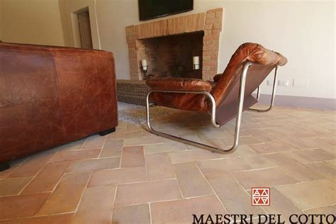pavimenti casale antico casale a spello pavimento in cotto chiaro umbro