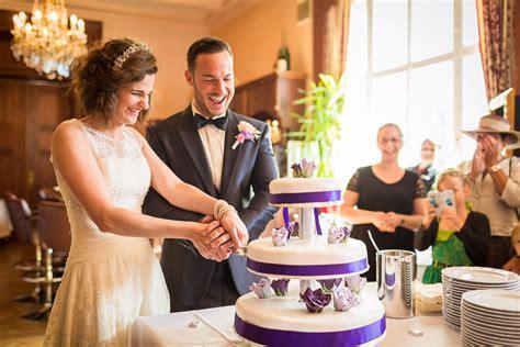 Hochzeitstorte Anschneiden by Hochzeitsfotograf Berlin Auf Schloss Gro 223 Plasten