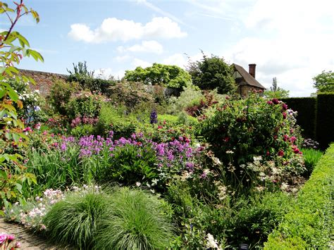 garden tour sissinghurst castle garden wellywoman