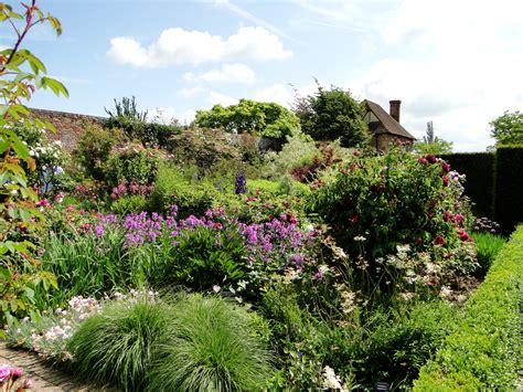 photos of gardens garden tour sissinghurst castle garden wellywoman