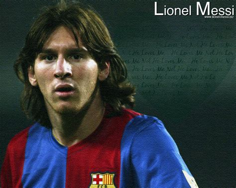www lionel sports accessin lionel messi with girlfriend wallpapers2012