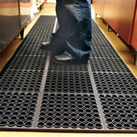Non Slip Rubber Floor Mats by Quot Dura Chef 7 8 Inch Quot Anti Fatigue Kitchen Mats