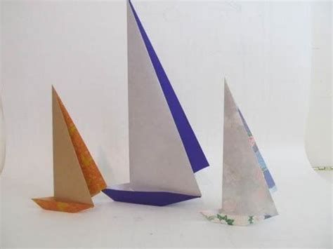 Origami Sailing Ship - fold an origami paper sailboat