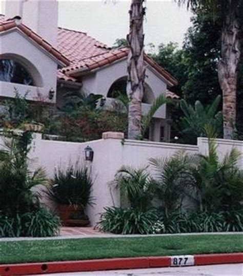 nicole brown simpson house haunted an exterior wall was built after the simpson murders at the bundy scene to protect new