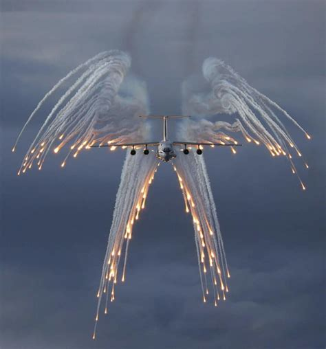 Plain Flare fact check do flights release flare salutes for