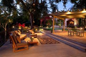 This back yard is very well lit yet still seems romantic and not too