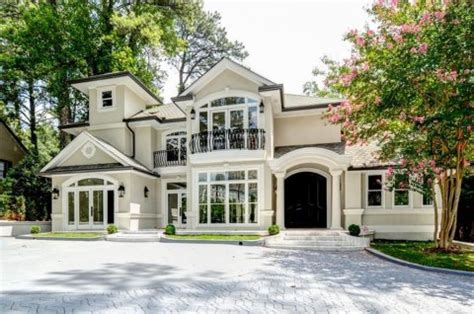 2 000 Square Feet 3 million atlanta mansion has insane party zone