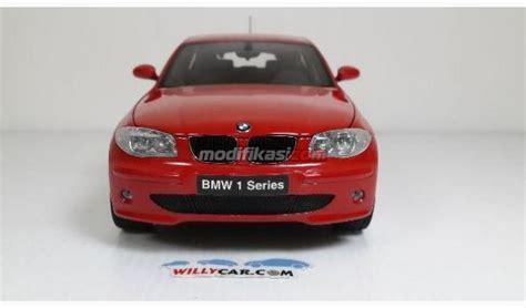 diecast miniatur mobil bmw 120i merah skala 18