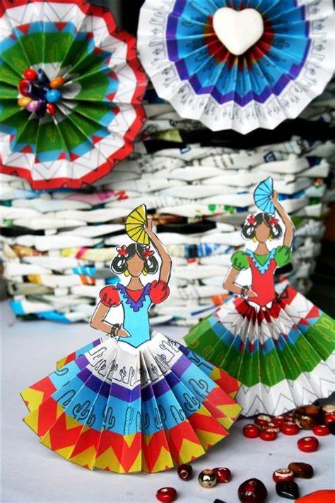 Mexican Paper Crafts - free senoritas and rosettes printables