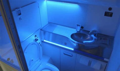Airplane Bathroom by Wordlesstech Boeing S New Uv Light Self Cleaning