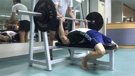 powerlifting videos bench press bench press bodybuilding vs powerlifting youtube