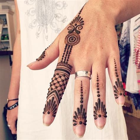 Simple And Adorable Arabic Henna Designs Step By Step Images Pictures | simple and adorable arabic henna designs step by step