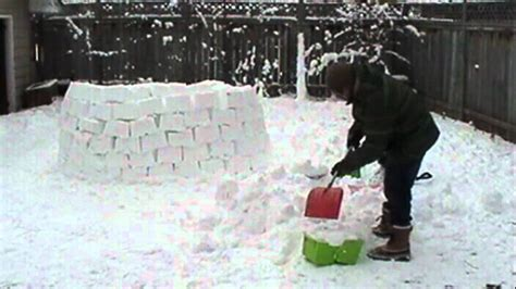 how to make an igloo in your backyard building a backyard igloo time lapse youtube
