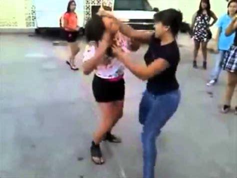 imagenes mujeres peleando tremenda pelea grupod e mujeres pelean por un cd de dembow