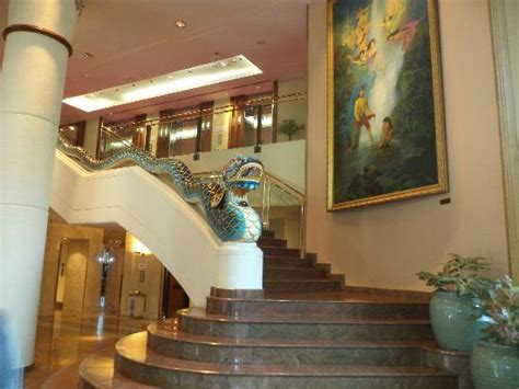 theme hotel jakarta the statue at the entrance picture of le meridien