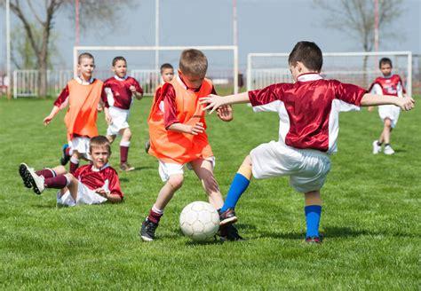 imagenes de niños jugando reales la importancia del f 250 tbol en la educaci 243 n de los ni 241 os