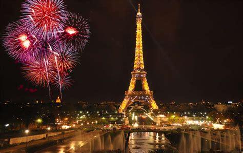 torre eiffel illuminata natale capodanno a parigi guida e consigli 2019
