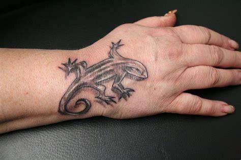 new school lizard tattoo new lizard tattoo by 2face tattoo on deviantart