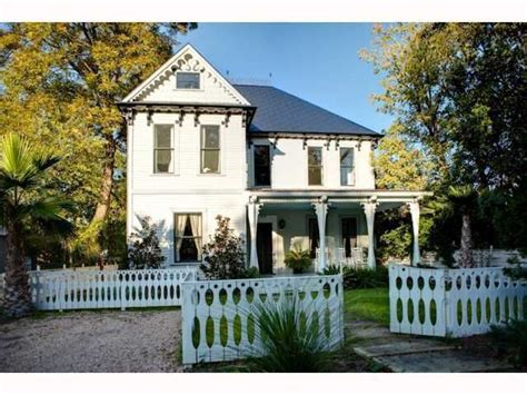 Home Trends Design Austin Tx by Elijah Wood Buys Home In Austin Tx Zillow Porchlight