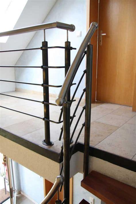treppengeländer stahl schwarz treppen gel 228 nder aus schwarzem stahl mit einem