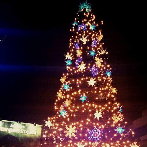 araneta center christmas tree lights up the holidays