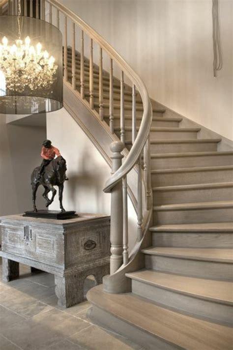 Comment Peindre Une Cage D Escalier Tournant by L Escalier Tournant En 40 Jolies Photos