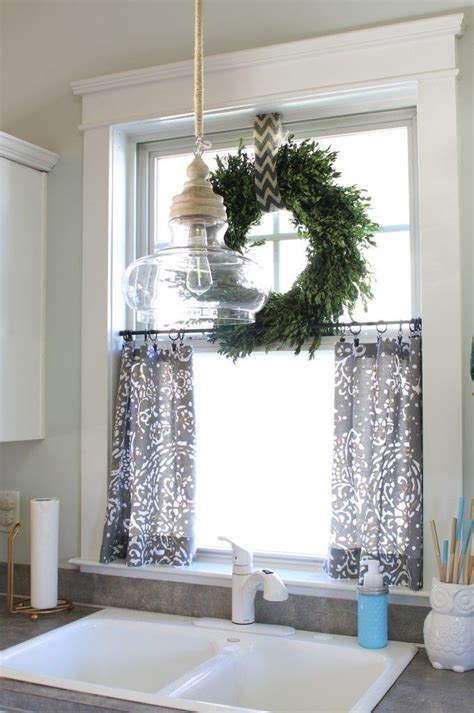 Wreaths In Windows Inspiration This Window Treatment With Wreath Light Is Pretty Cool Futura Home Decorating