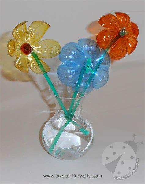 fiori con i fiori con bottiglie di plastica e cannucce to do