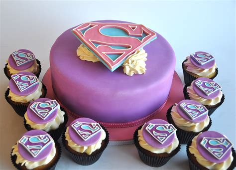 Rozanne's Cakes: Supergirl cake and cupcakes