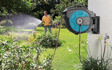 irrigare il giardino tubo e avvolgitubo irrigare il giardino in modo semplice