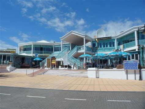 centre bars restaurants  shops picture  apartamentos  morromar puerto del carmen