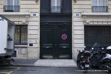 A Witty Entrance In A Parisian Apartment by The Apartment In Where Jim Morrison Died At 17 Rue