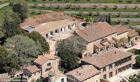 angelina jolie and brad pitt house 20 insanely amazing celebrity homes