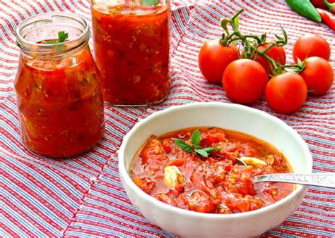 how to make tomato based sauce learn to cook basic