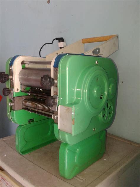 alat untuk membuat mie ayam mesin pembuat pangsit atau mesin cetak mie murah di madiun