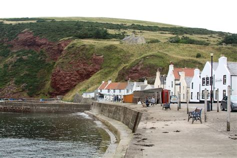 eastern scotland lighthouses and small coastal towns