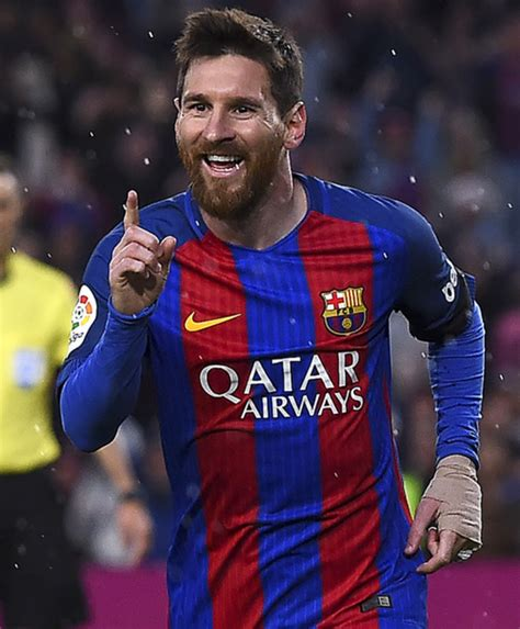 biography messi footballer lionel messi biography biography com