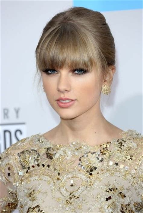 hair color7 gold ash formula tailor swift tay swift s pale pink lip not only complements her cool
