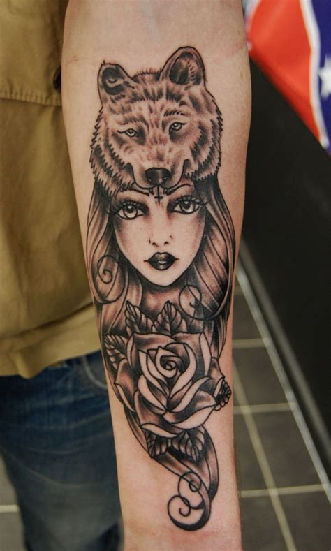 feminine wolf tattoo wolf ideas yo