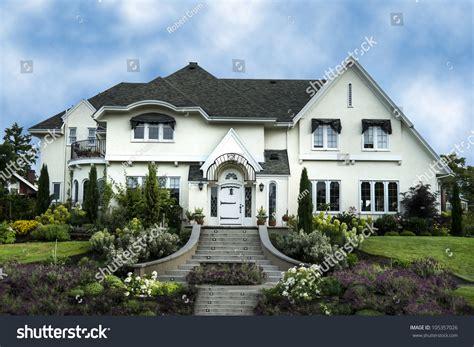 House With Porch kuvien ja valokuvien muokkausohjelma verkossa