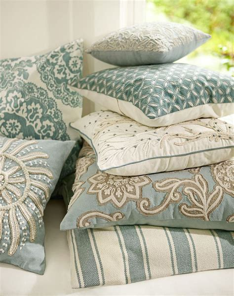 pottery barn bed pillows best 25 pottery barn pillows ideas on pinterest pottery