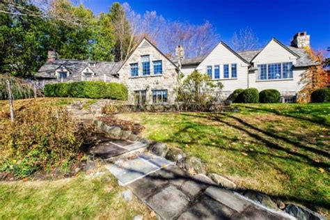 Cottages For Sale In New York by Robert Durst S Former New York Cottage For Sale In 1 1